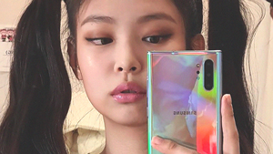 We Found The Exact Rainbow Phone Blackpink's Jennie Used In This Selfie
