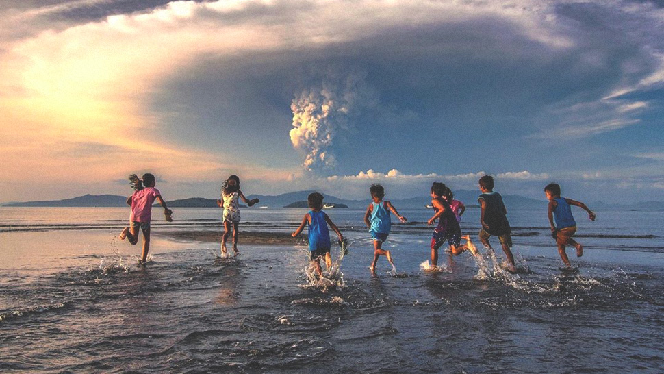 You Have To See These Photos That Capture The Ongoing Taal Volcano Eruption