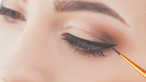 6 Eyeliner Mistakes That Are Stopping You From Achieving Perfect Cat-eyes