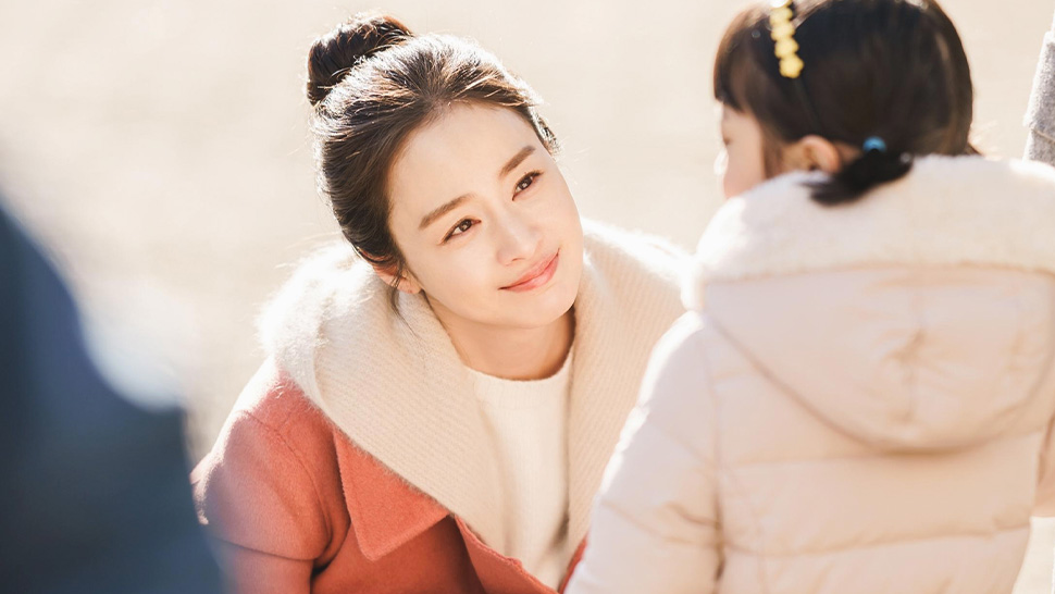 "We're In Love With Kim Tae-hee's Signature Looks In Her K-drama ""hi Bye, Mama"""