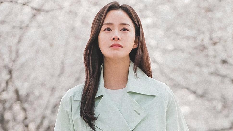 """This Is The Exact Designer Bag Kim Tae Hee Is Always Wearing In """"hi Bye, Mama"""""""