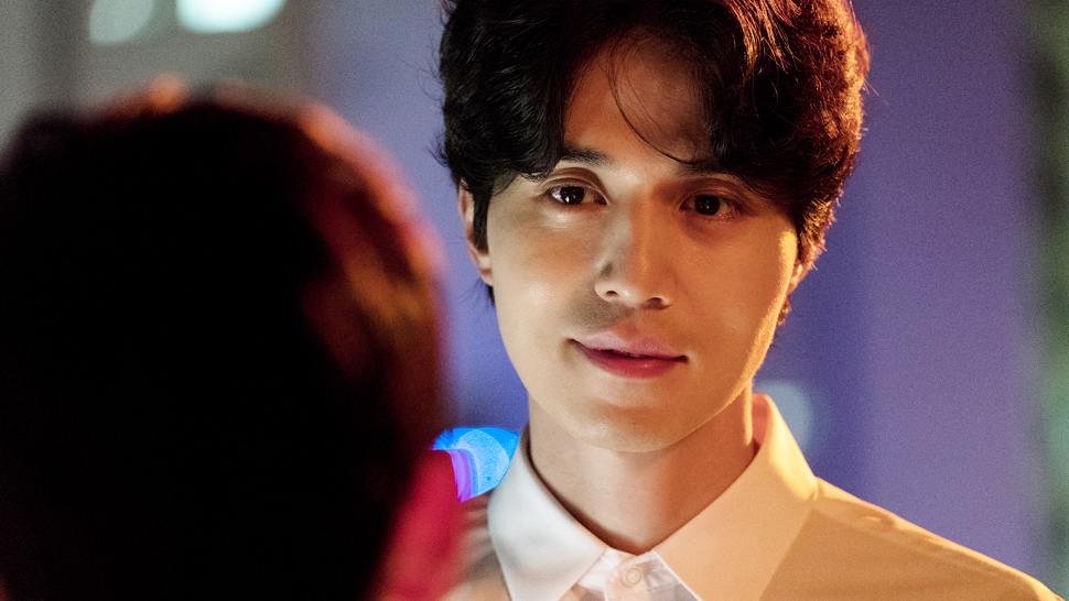 """strangers From Hell"" Is Now On Netflix And It Stars A Villainous Lee Dong Wook"