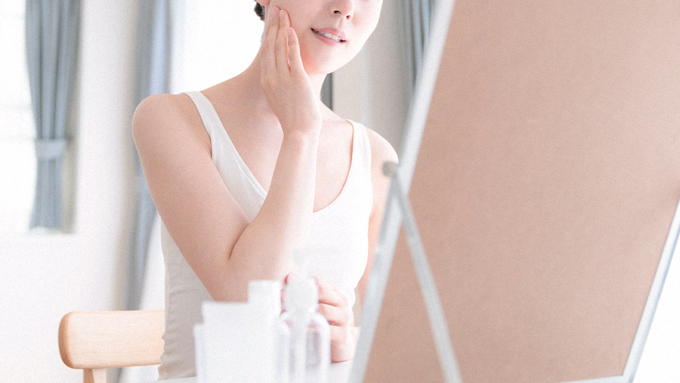 How To Control Oily Skin Without Using Face Powder, According To A Dermatologist