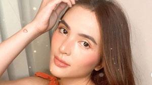 How To Do Sofia Andres' Blush Trick, According To Her Makeup Artist