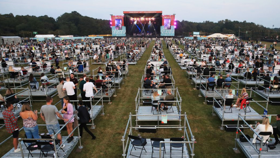 2500 People in the UK Just Attended an Outdoor Live Concert While Social Distancing