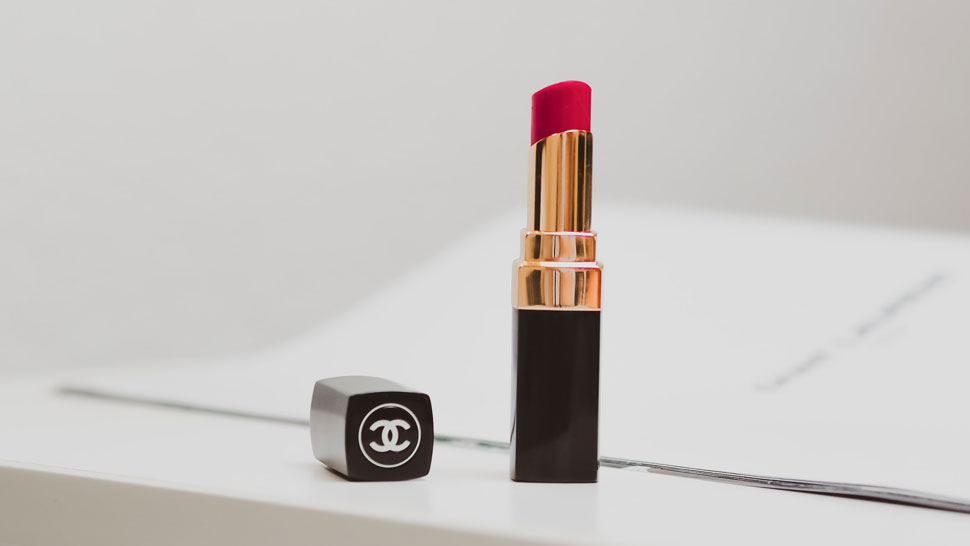 Why Does Lipstick Sell Well During Times of Crisis?