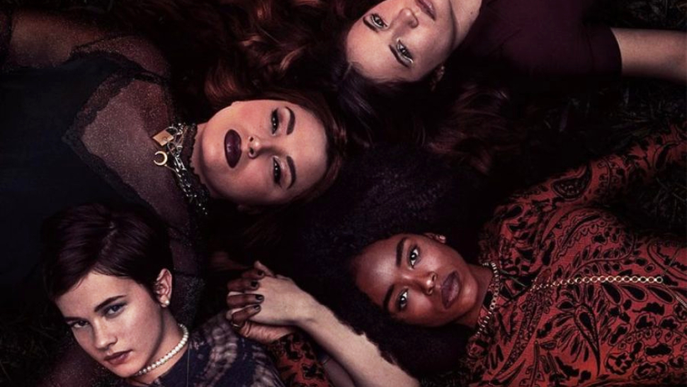 "The Classic '90s Horror Movie ""the Craft"" Is Officially Coming Back With A Sequel"