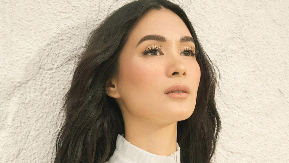 "Heart Evangelista Responds to a Plastic Surgery Question: ""My eyes nose etc were made by God."""