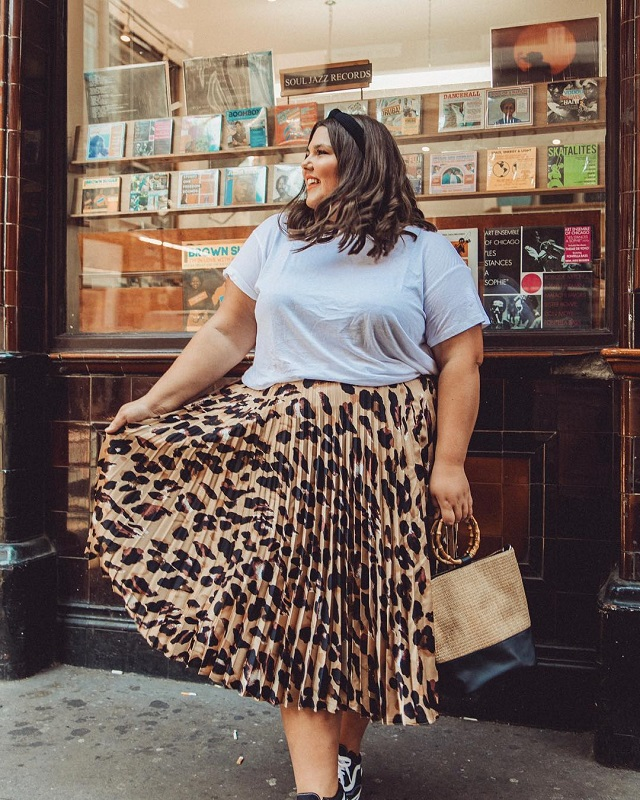10 Cool T-shirt And Skirt Outfit Combinations To Try