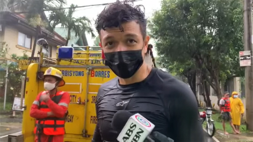 Jericho Rosales And Kim Jones Are Helping Rescuers In Marikina Using Surfboards