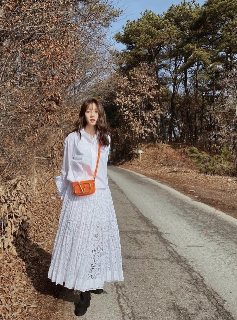 lee sung kyung valentino supervee