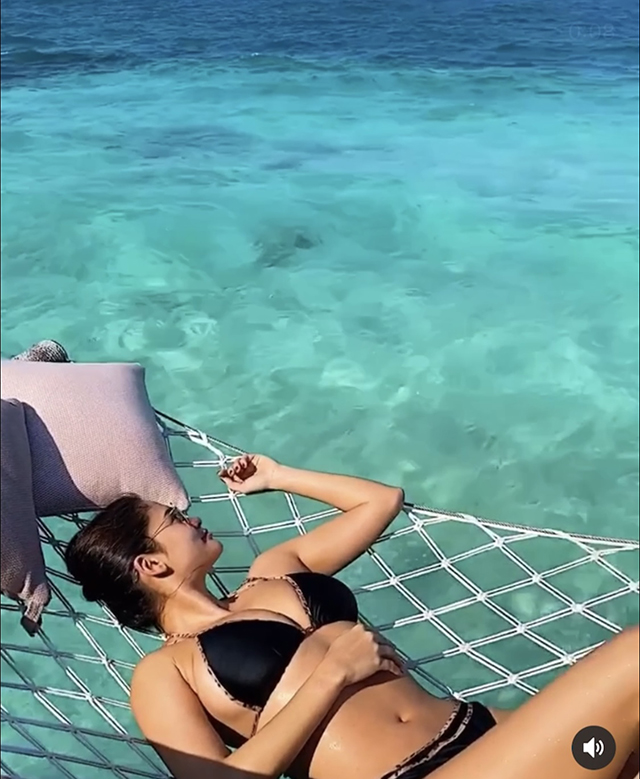 pia wurtzbach beach swimsuit outfits in maldives with jeremy jauncey