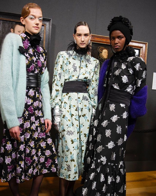 eloise bridgerton, penelope featheringtong, bridgerton fashion costumes, bridgerton cast, bridgerton netflix