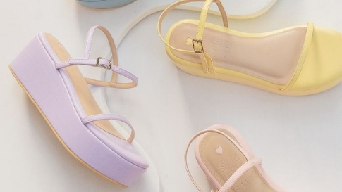 These Minimalist Y2k-inspired Sandals Will Look Good With Any Outfit