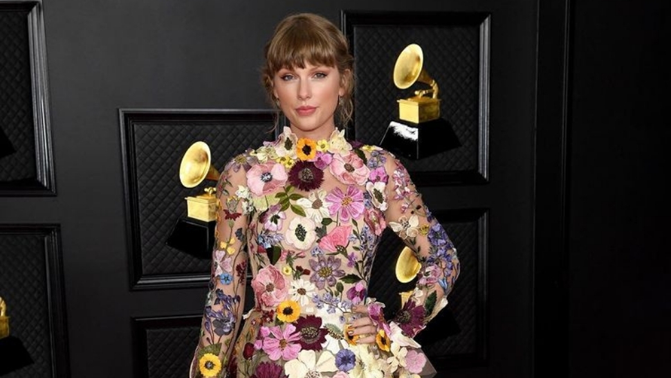 Taylor Swift Blooms In A Floral Dress At The 2021 Grammys