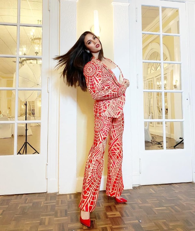 celebrity colored shoe outfit Catriona Gray