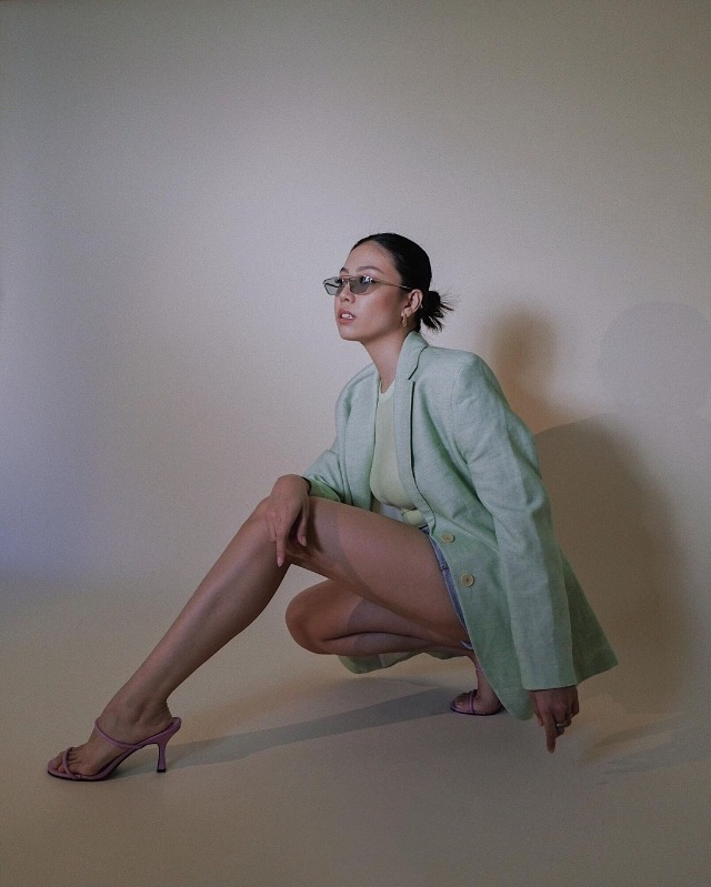 celebrity colored shoe outfit Jeline Catt
