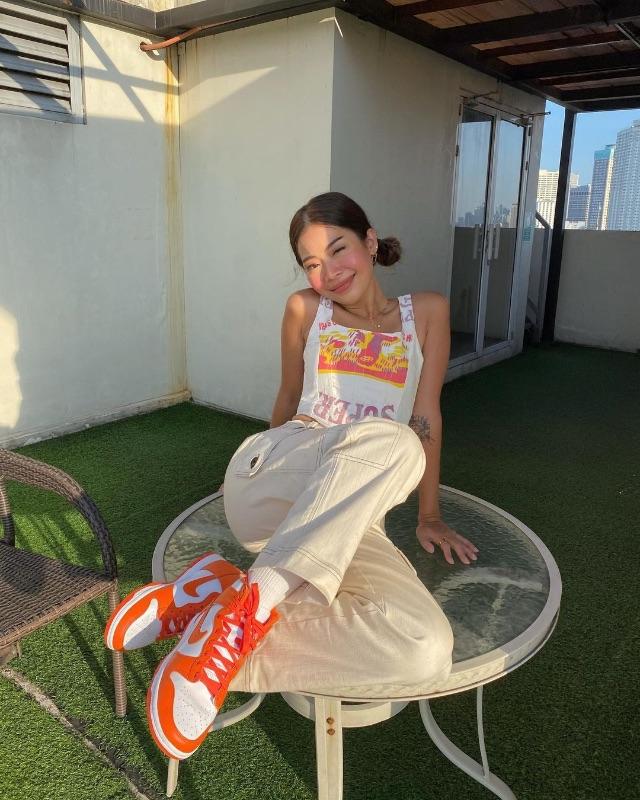celebrity colored shoe outfit Rhea Bue