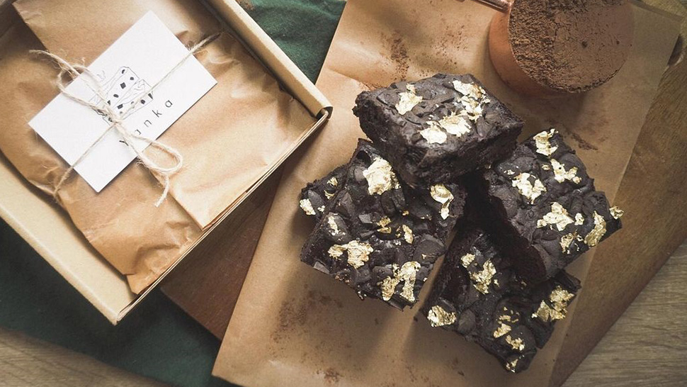 These Dark Chocolate Brownies Topped With Gold Leaves Cost Only P499 A Box