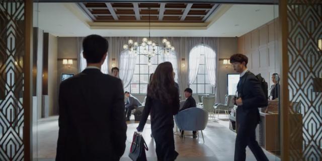 Jeon Yeo Bin designer bags in Vincenzo