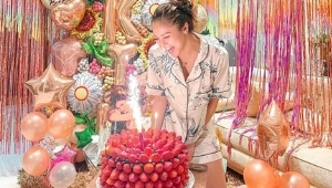 Kim Chiu's Strawberry-covered Birthday Cake Costs A Whopping P12,000