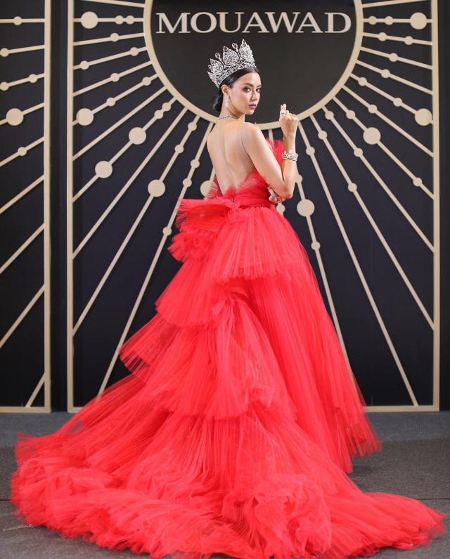 miss universe Thailand Amanda Obdam barbie pink outfits