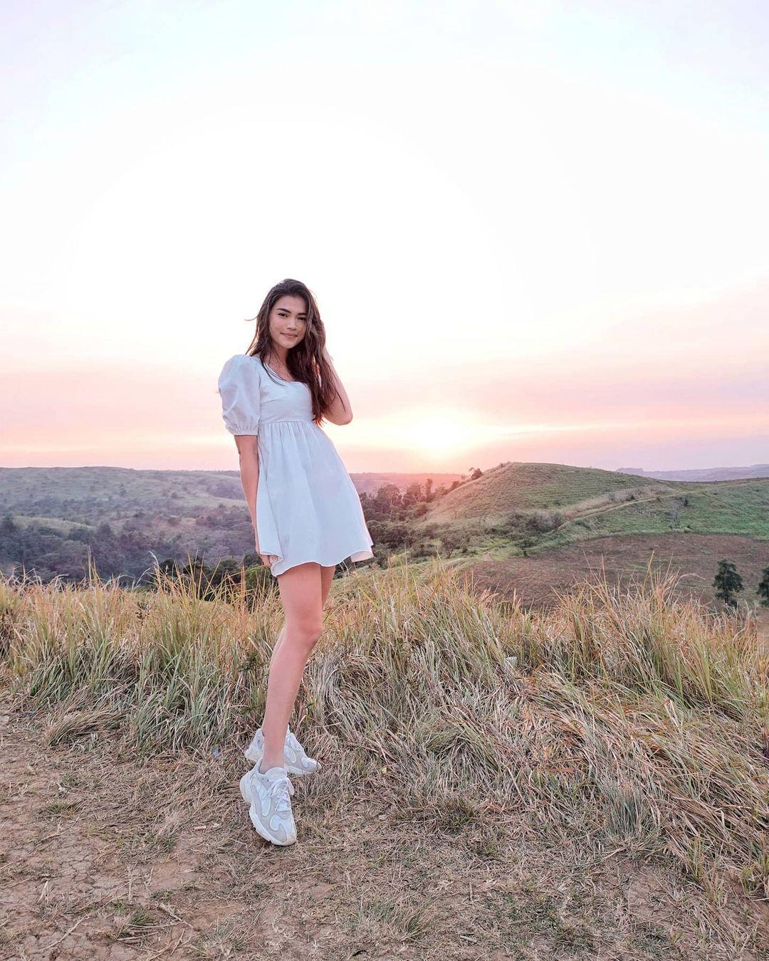 rhian Ramos white outfits