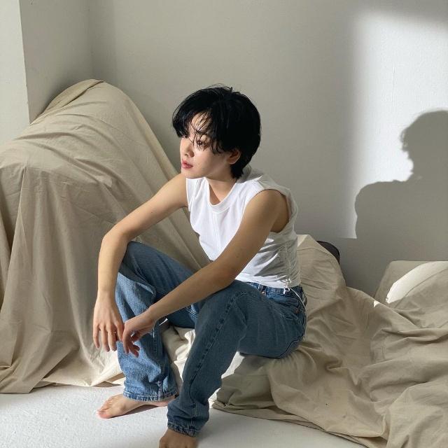 lee joo young hair boy cut shag