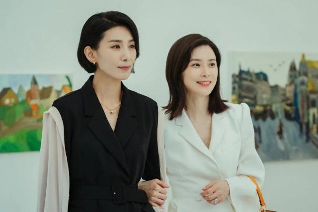 Kim Seo Hyung and Lee Bo Young