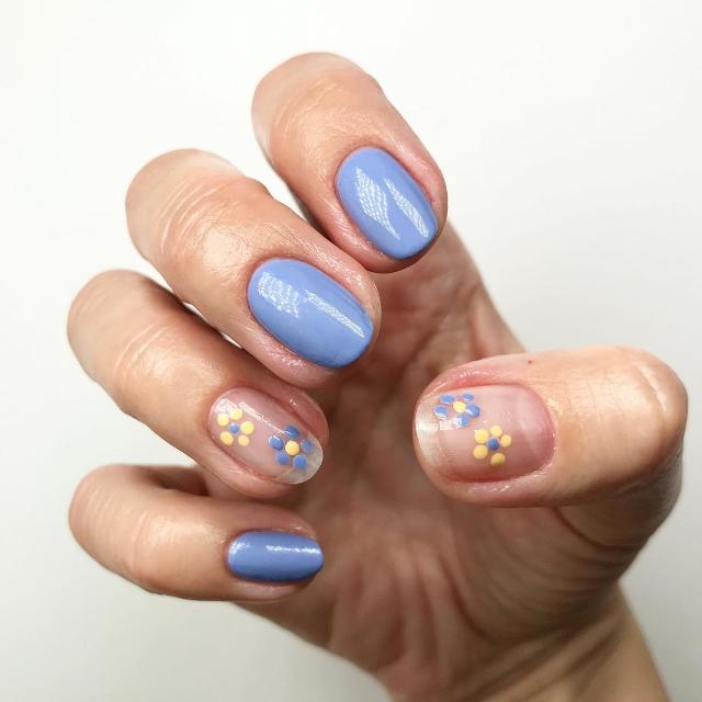 floral manicures for short nails