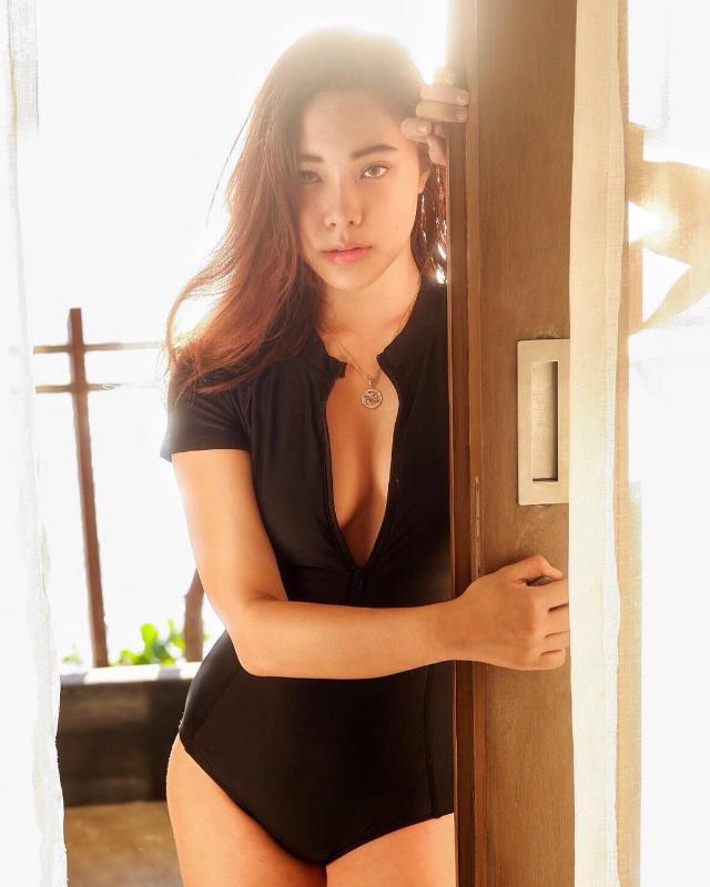 kim cruz sexy black swimsuit ootds