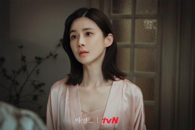 lee bo young facts