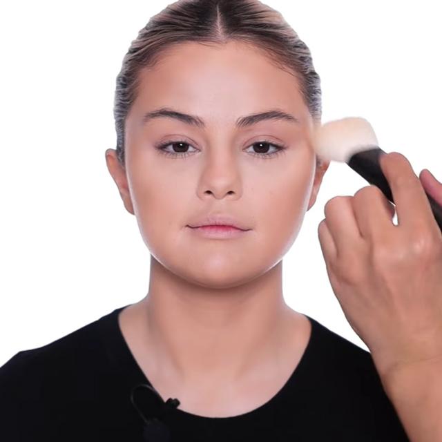 makeup for round faces selena gomez
