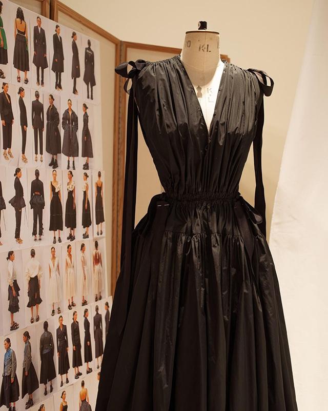 alexander mcqueen pre-fall 2021 black dress