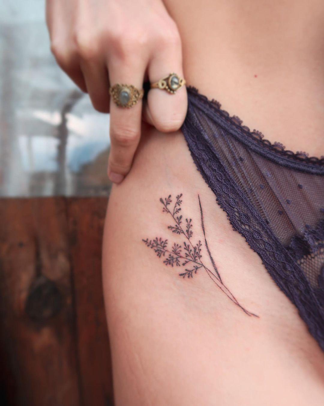 tiny flower tattoo ideas