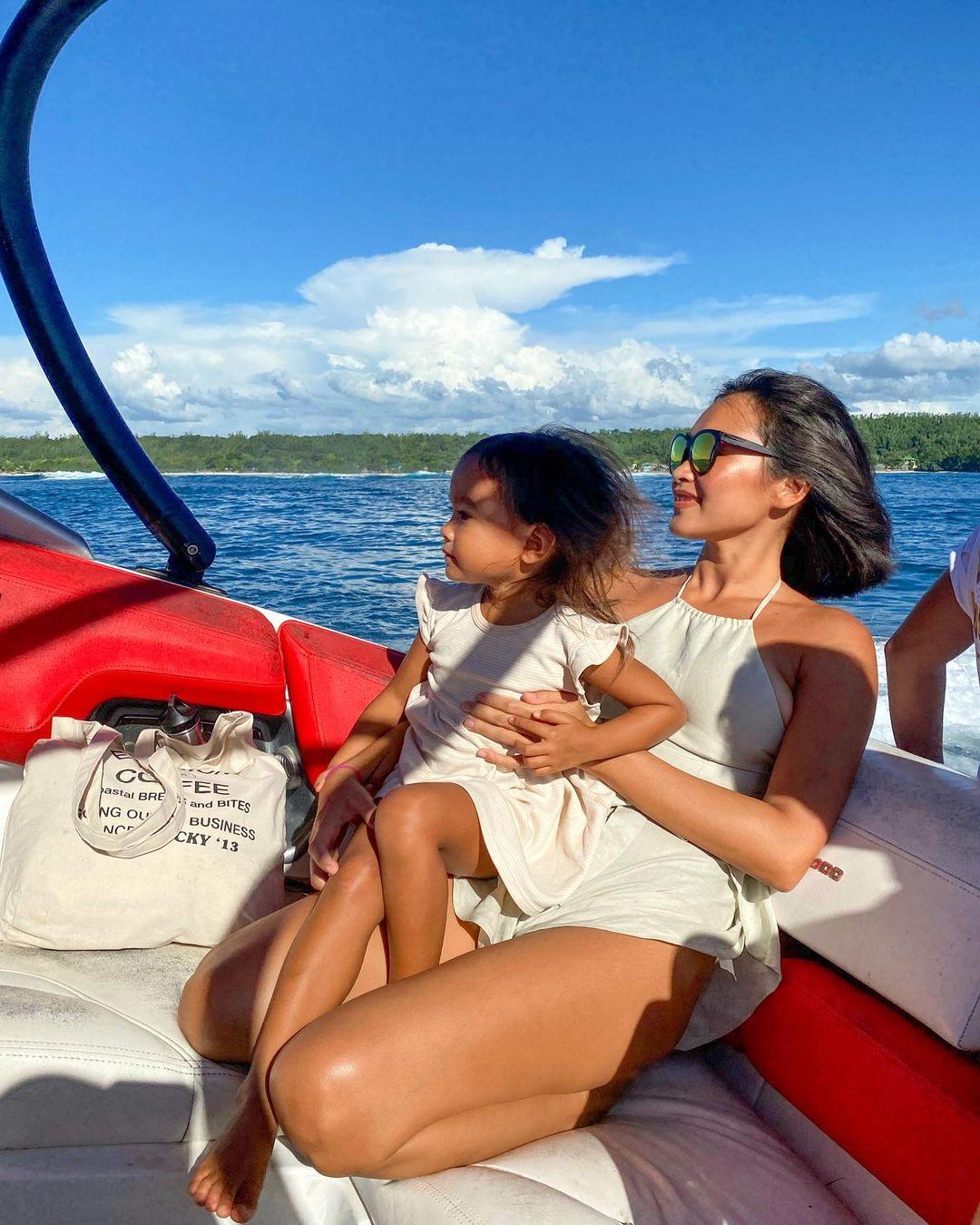 danika nemis twinning beach ootds and her daughter