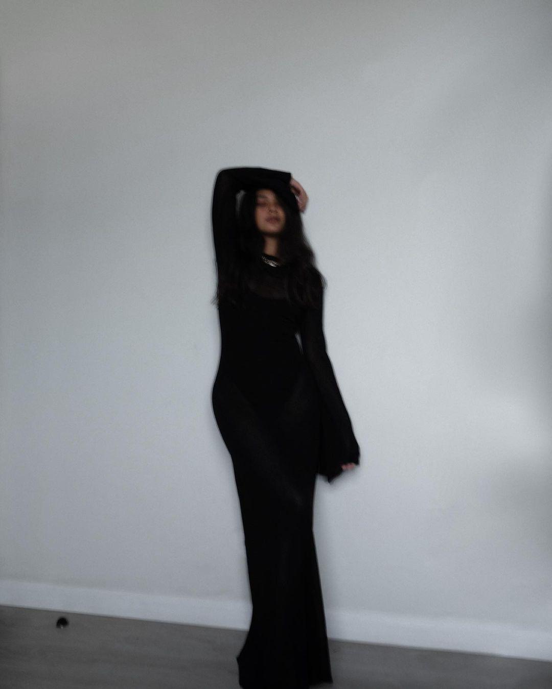 angelique manto black ootds