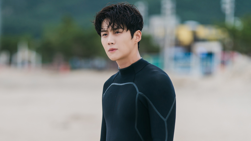 """Did You Know? Kim Seon Ho Learned How To Surf For His Role In """"hometown Cha-cha-cha"""""""