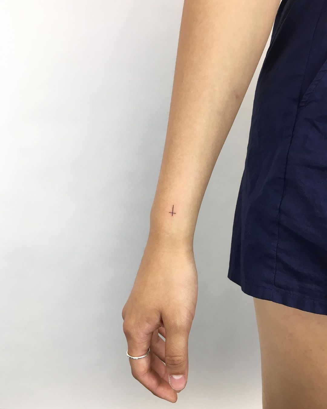 tiny side wrist tattoo designs to try