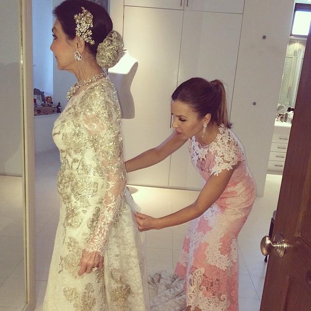 Monique Lhuillier Designs Her Mom S 50th Wedding Anniversary Gown