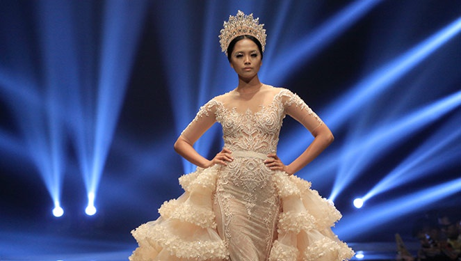 Phfw Holiday 2013: Michael Cinco