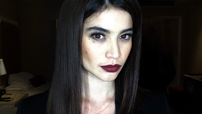How To Get Anne Curtis' Vampy Look