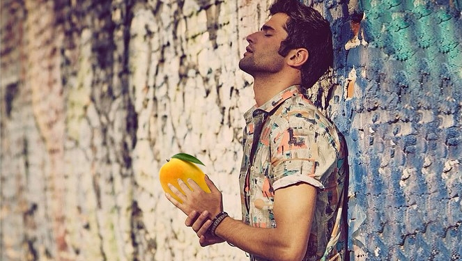 Watch: Sean O'pry Sliced Mangoes For Us