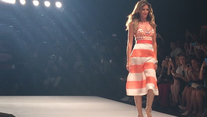 Gisele Bündchen Struts The Runway For The Last Time