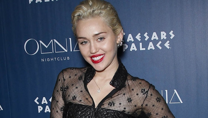Miley Cyrus Bares Her Breasts In Tribute To Joan Jett
