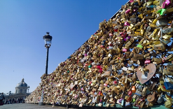 Huhu, Paris Love Locks Are Now Illegal