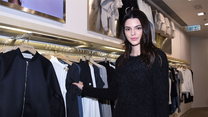 #ootd Inspo: Kendall Jenner In Furry Sweater And Black Heels In Hong Kong