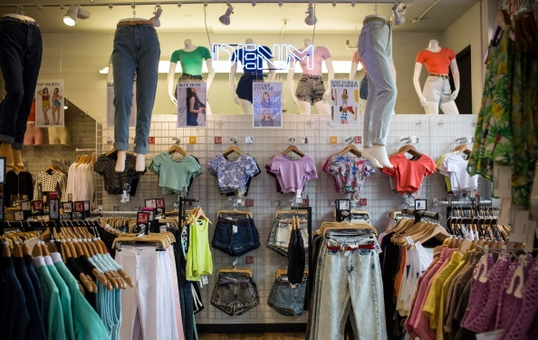 2 Things Local Brands Can Learn From American Apparel's Money Problems