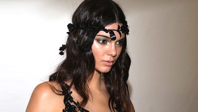 Flower Crowns At Atelier Versace Fall 2015