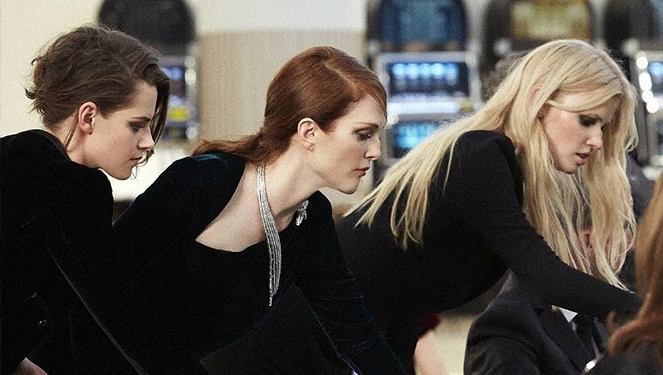 Kristen Stewart, Julianne Moore, Lily-rose Depp Gambling At A Chanel Casino